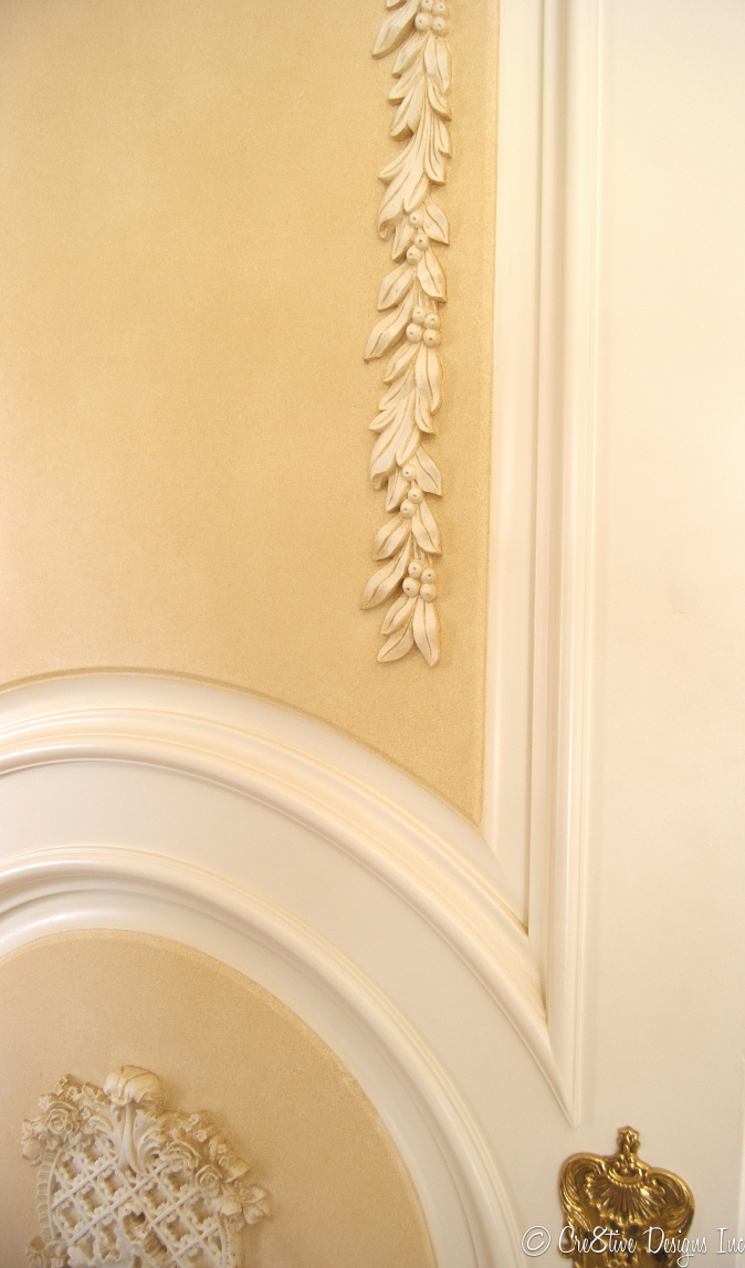 Masterbedroom Suite carvings on the door
