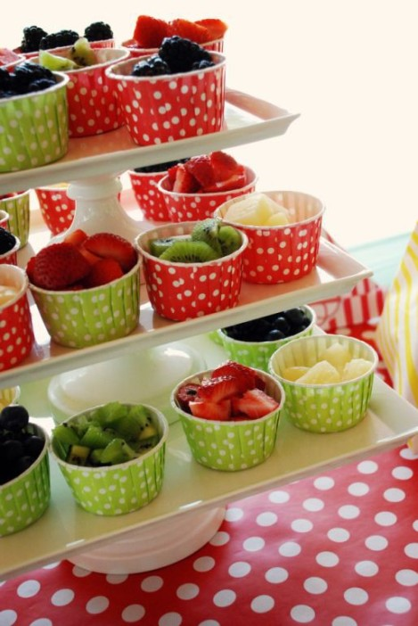 square cake plates with fruit cups