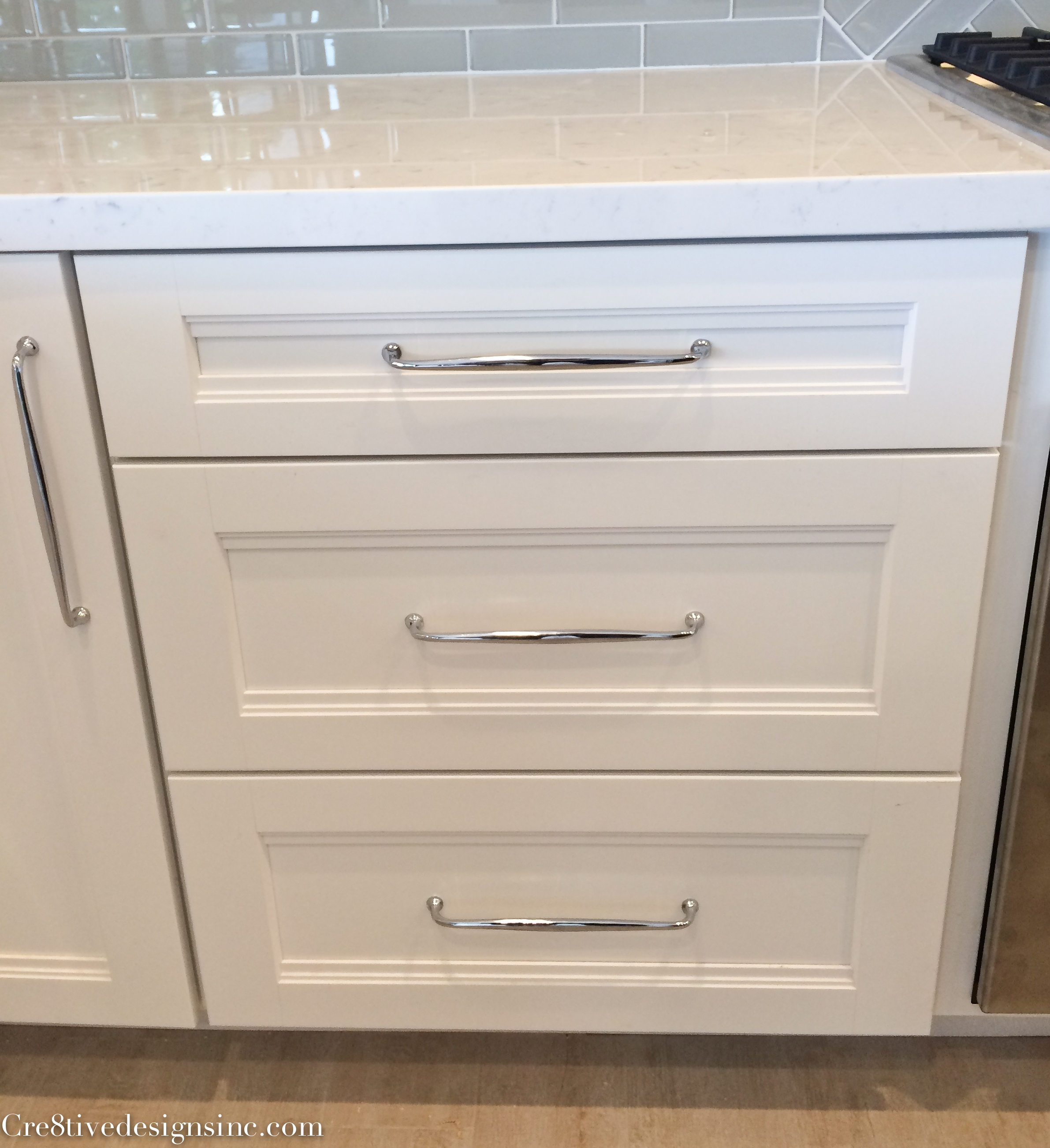 White Kitchen Cabinet Pulls And Knobs
